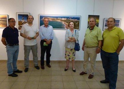 Suances.- La sala Algas acoge una muestra fotográfica del artista local Ricardo Selaya