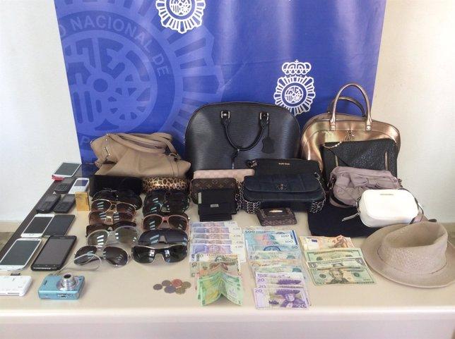 Carteras, bolsos, gafas, teléfonos y dinero intervenido por Policía Nacional