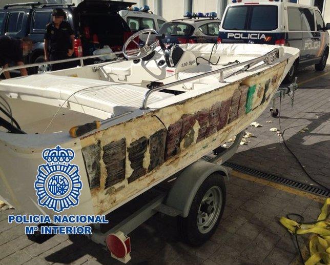 Lancha en la que se ha incautado 240 kilos de cocaína