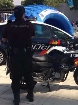 Agentes del Cuerpo Nacional de Policía en la Vuelta