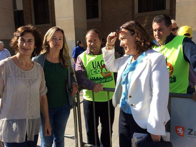 La eurodiputada Inés Ayala con los agricultores movilizados por el veto ruso