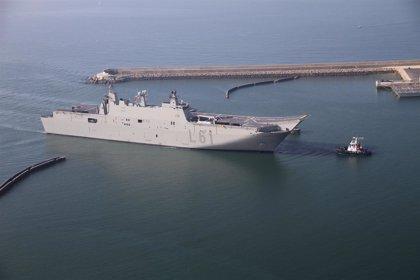 El buque insignia de la Armada protagoniza este lunes la salida de la Vuelta Ciclista desde la capital