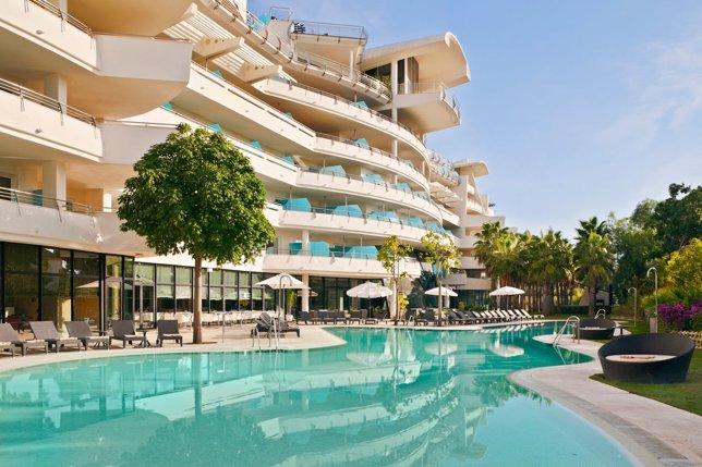 Hotel turismo malaga piscina vacaciones turistas relax descanso costa del sol