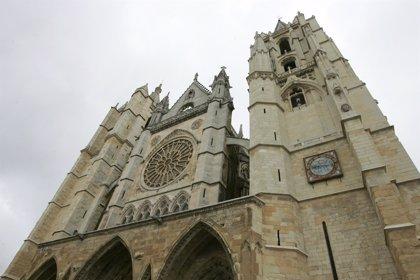 La Catedral de León acoge este lunes el funeral por los tres guardias civiles fallecidos en el accidente de ayer