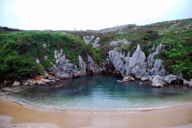 Playa de Gulpiyuri, en Llanes