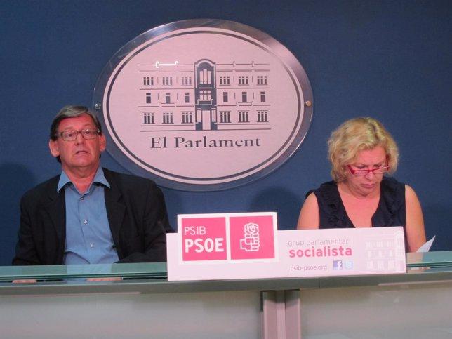 Vicenç Thomàs y Lourdes Aguiló en rueda de prensa