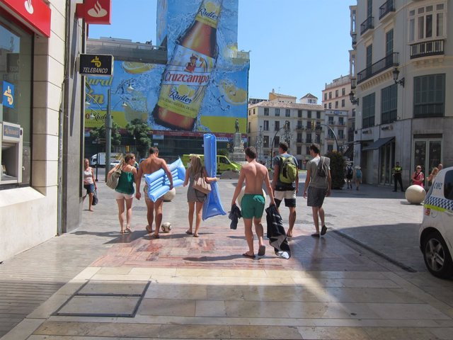 Calor, turismo, turistas, Colchoneta, playa, centro, larios, camisetas, sin ropa