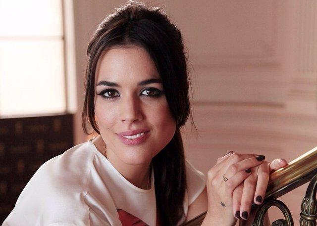 Adriana Ugarte, derrocha pasión con su nuevo amor en Canarias
