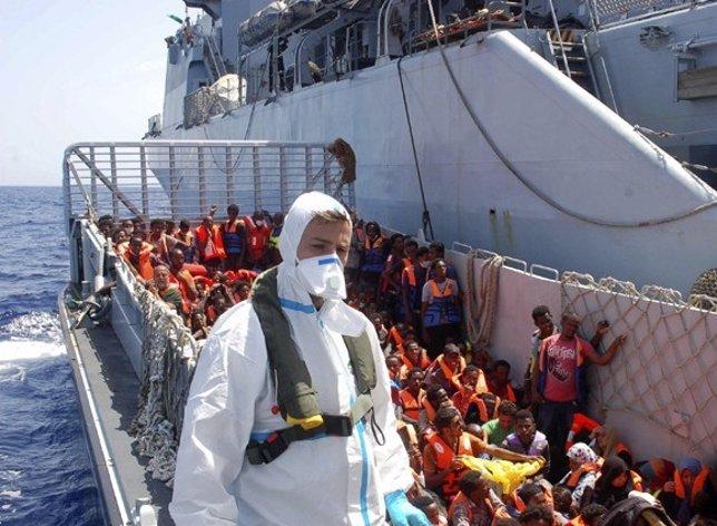 Inmigrantes rescatados por la Marina italiana
