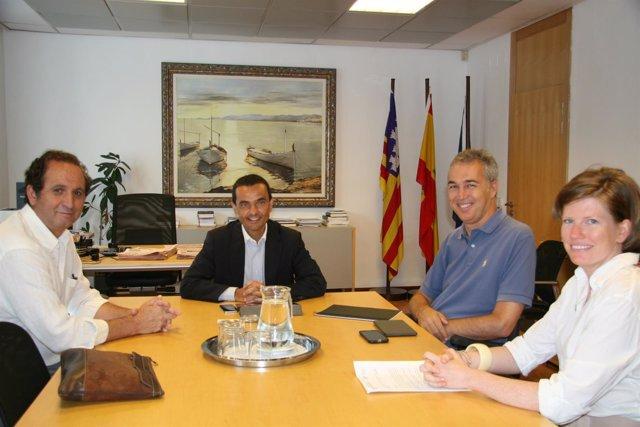 Joaquín García reunido con Handisport