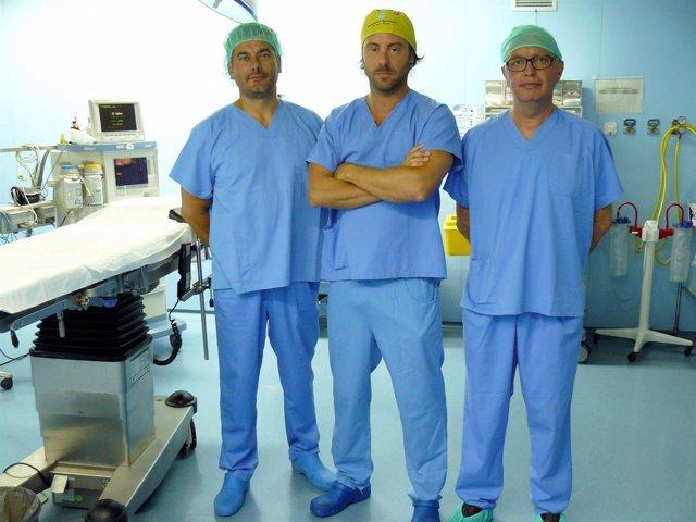 Cirujanos de La Ribera que han realizado la reconstrucción vaginal