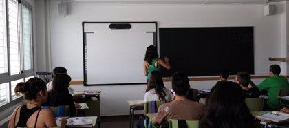 Madrid recurre a la lista extraordinaria de interinos al no tener suficientes maestros con oposición aprobada