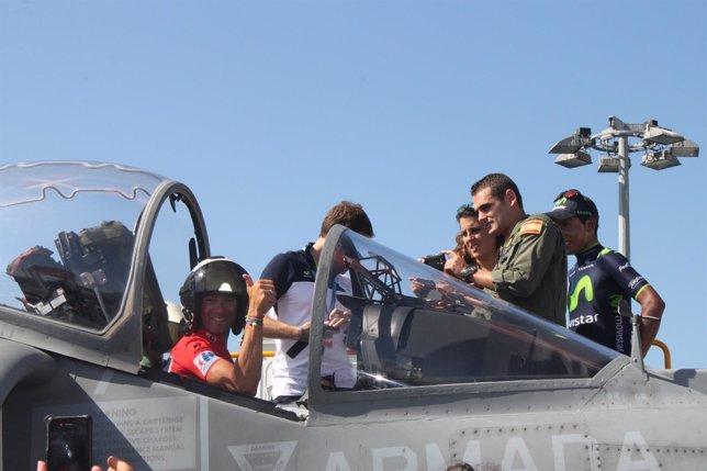 Salida de la Vuelta desde el Juan Carlos I