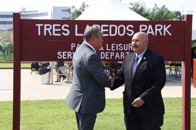 Angel Vega y el alcalde de Laredo Texas