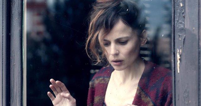 Fotograma de la película 'Todos están muertos' con Elena Anaya
