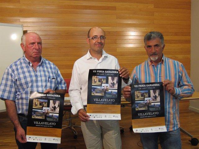 Igor Fonseca y representantes de los ganaderos, con el cartel de la Feria