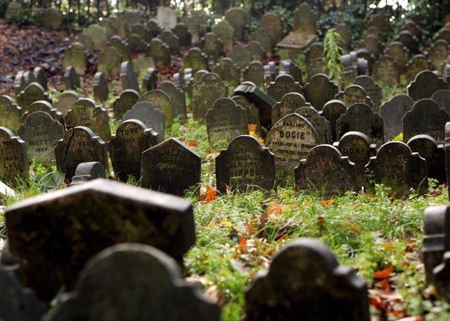 Detenido un joven que se hacía pasar por un fantasma en un cementerio