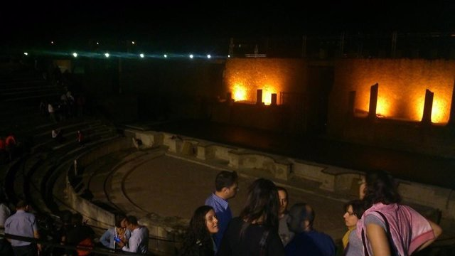 Vista nocturna del teatro romano de Itálica.