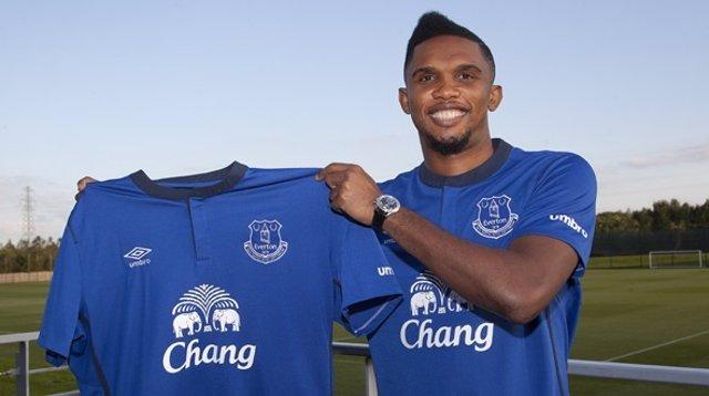 Samuel Eto'o jugará los dos próximos años en el Everton inglés