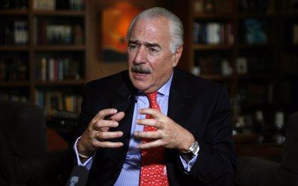 El expresidente Pastrana abandona Colombia por motivos de seguridad