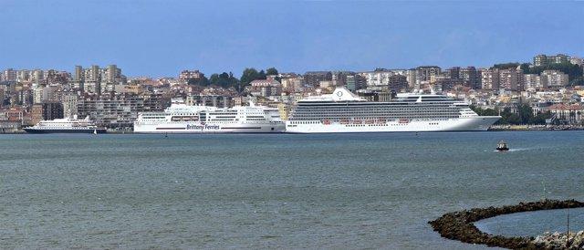 Ferry Y Cruceros En La Bahía De Santander