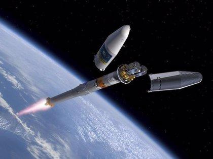Se despliegan paneles de un satélite Galileo en órbita errónea