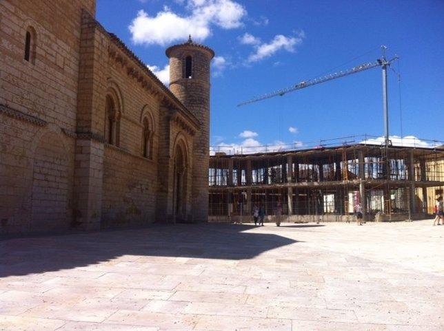 Construcción junto a la Iglesia de San Martín de Frómista (Palencia)