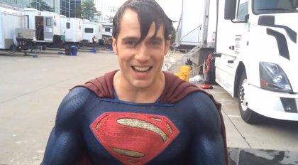 Superman, el superhéroe que más se moja contra el ELA en el Ice Bucket Challenge