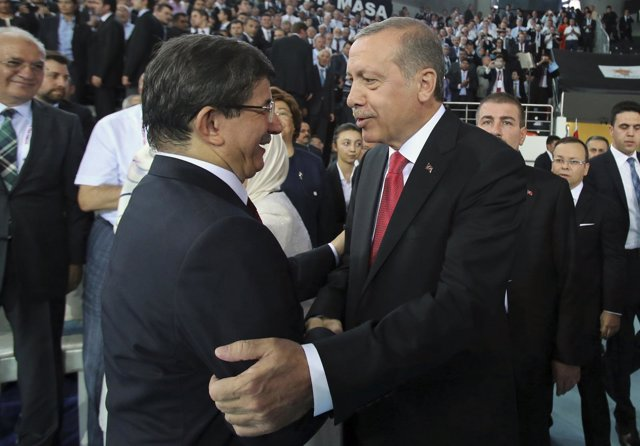 Recep Tayyip Erdogan y su sucesor, Ahmet Davutoglu