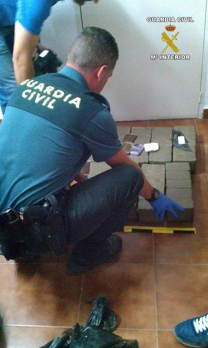 Detenido en la AP-4 tras deshacerse de 45 kilos de hachís