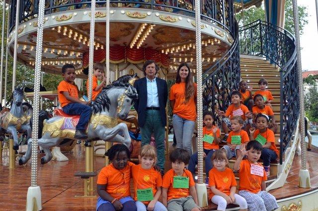 Visita de los niños de El Veranuco al Tíovivo Belle Époque