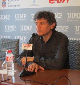 El fotógrafo José Manuel Ballester en la UIMP