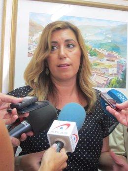 La presidenta de la Junta, Susana Díaz, atiende a medios de comunicación