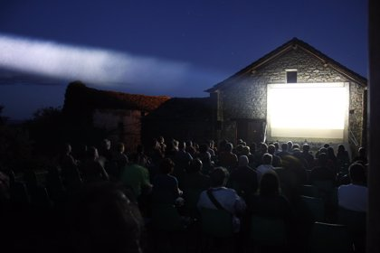 Éxito en Ascaso con la primera proyección de la 'Muestra de Cine más pequeña del Mundo'