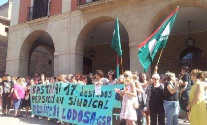Concentración en apoyo a las despedidas de la residencia de Lodosa