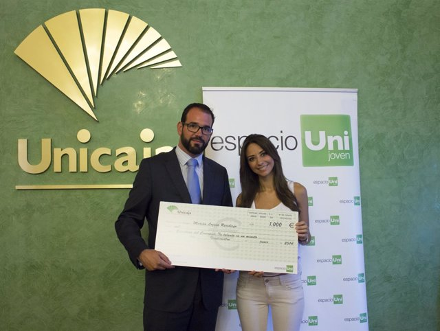 Unicaja Banco entrega premios a ganadores concursos de Espacio Joven Uni