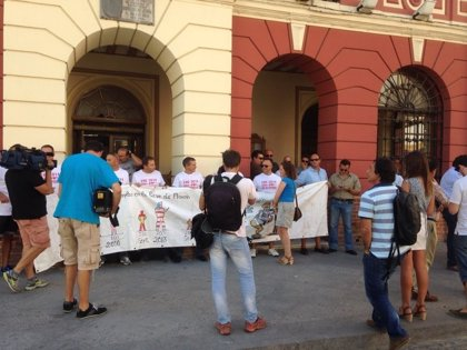 Los afectados del ERE de la base de Morón trasladan a Utrera sus protestas