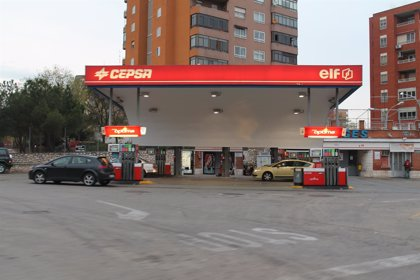 Gasolina y gasóleo se abaratan un 0,5% coincidiendo con la operación retorno