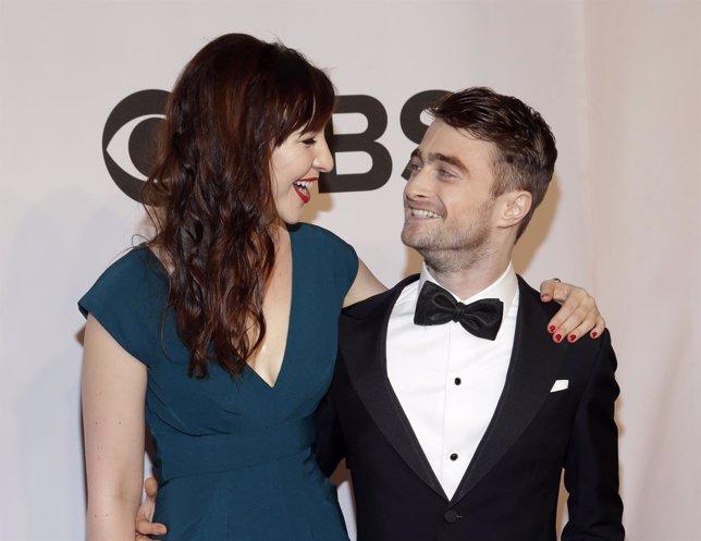 Las novias de Daniel Radcliffe tienen que ser actrices