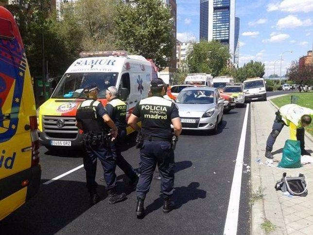 Imagen de la ambulancia del Samur que ha acudido a la zona