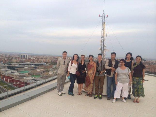 Periodistas chinos en la Torre del Agua, en su visita al recinto Expo