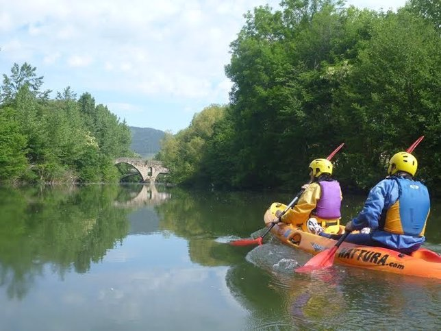 El programa 'Arga vivo' ofrece descensos en canoa y piragua.