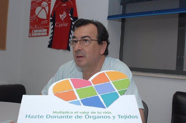 El coordinador de trasplantes del Reina Sofía Juan Carlos Robles