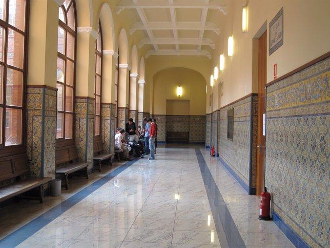 Pasillo De La Facultad De Derecho De La Universidad De Valladolid