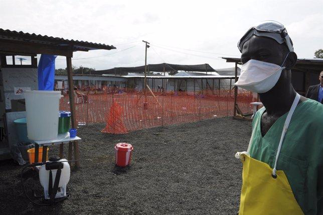 Cooperante de Médicos sin Fronteras contra el Ébola