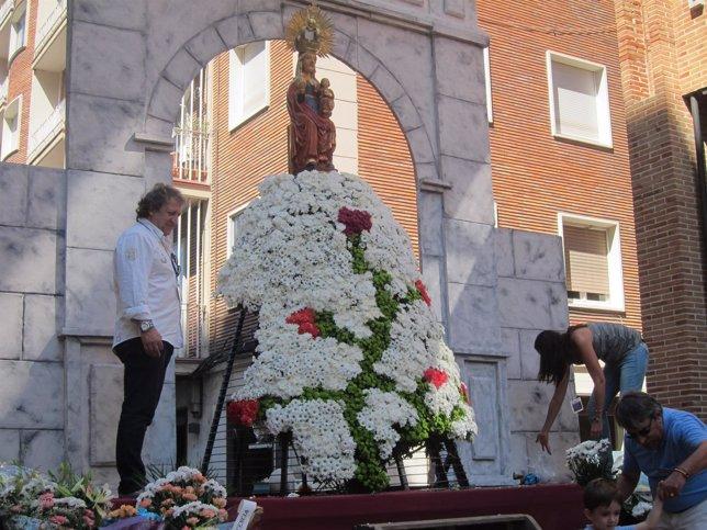 Manto floral de la Virgen de San Lorenzo.