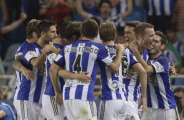 La Real celebra uno de sus goles ante el Real Madrid