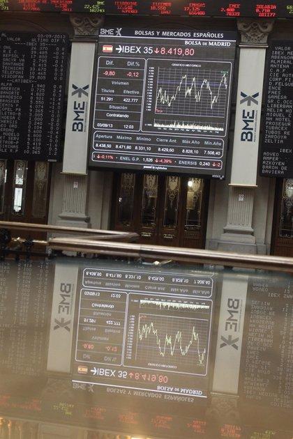 Economía/Bolsa.- El Ibex rebota un 0,36% en la apertura y la prima de riesgo desciende hasta los 130 puntos