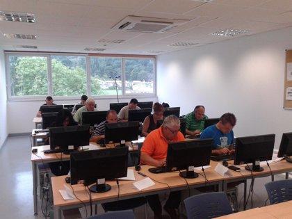 Ampuero.- Los participantes en el programa 'Puente 2.4' comienzan su formación en nuevas tecnologías
