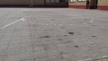 IU pide al Ayuntamiento de Fraga que repare el asfaltado de una zona del patio del colegio San José de Calasanz